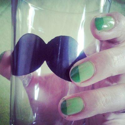Alla fine non ho scelto: verde e Verde Colourmyseptember Green Nailpolish Glass moustache hipster vitadahipster Tiger