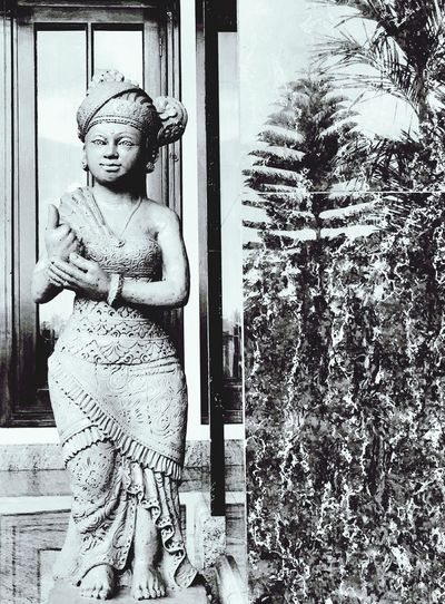 Welcome statue Taking Photos Balinese Indonesia_allshots Blackandwhite Enjoying Life Statue Home Made
