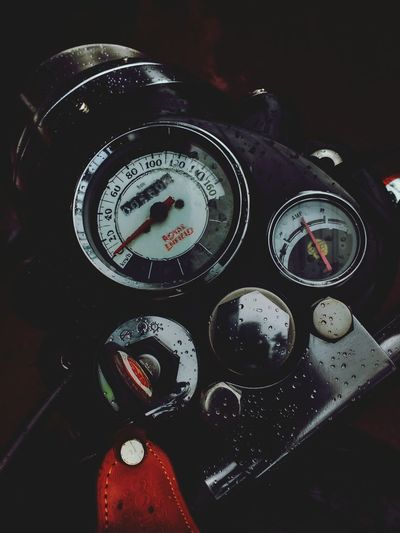 Made Like a Gun,Goes like a Bullet Rainy Days RainDrop Royal Enfield Royal Enfield Classic 350 Speedometer Guage Key Speed Evening Scene Mobilephotography Motorcycle Moto G3