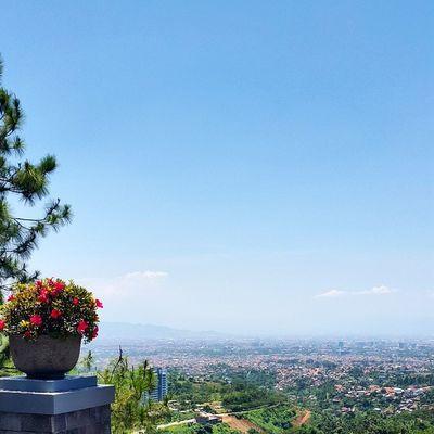 Selamat siang dari dataran tinggi Bandung ? Explorebandung