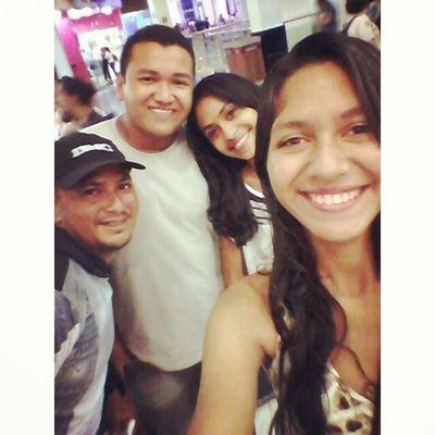 Cinema com os amigos ♡