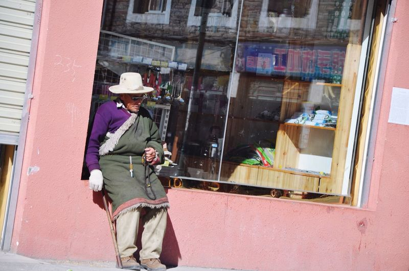 Chilling Real People One Person Hat Building Exterior Lifestyles Outdoors Men One Man Only Store Window People Adult Old Man Tibetan  Tagong Sichuan