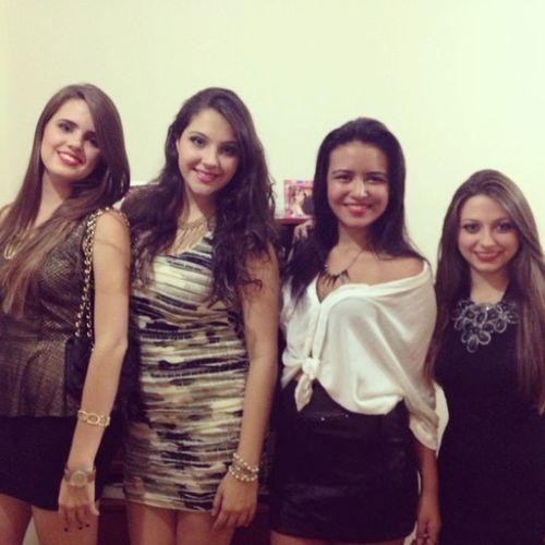 LindinhaS LastNight . Prechale Loves friends. @brunadvm. @biiasouto. @camila_cotta