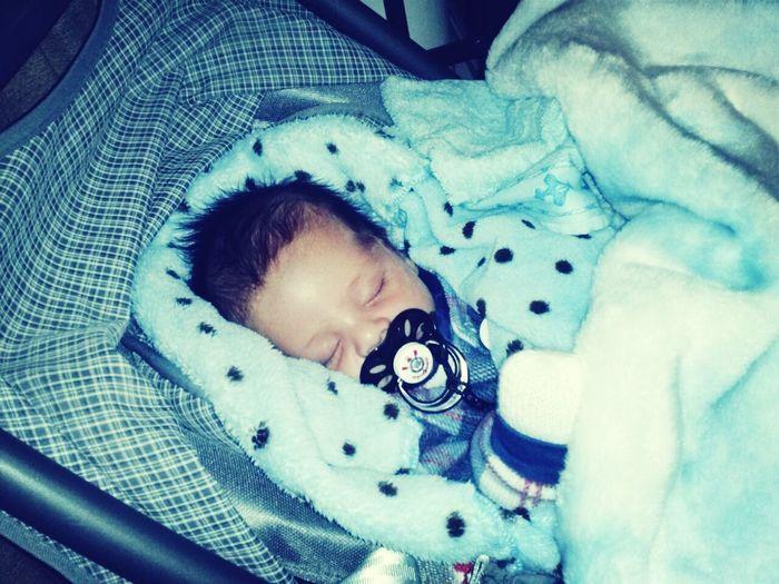 Lorenzo no casório dormindo pra variar! B)