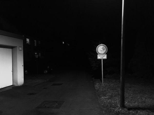 Anlieger Frei Blackandwhite Dark Darkness And Light Einfahrt Verboten Garage Night Verkehrsschild