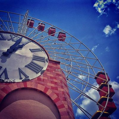 The giant wheel. _wassup _oye Wassupindia _soi Bangalore Street Streetphotography Wonderla India Amusementpark GiantWheel Skywheel Fun