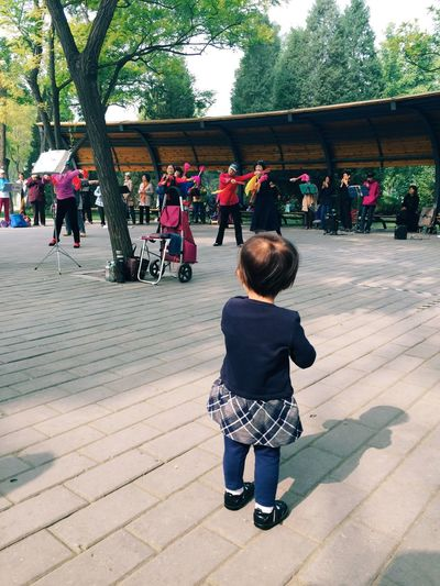 Enjoy The New Normal A nice morning in Beijing Beijing Park Morning Dance Spectator Small Viewer Asian Culture Lifestyles Daily Life China Togetherness