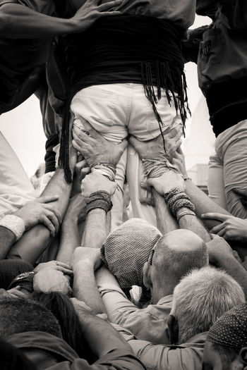 Better together... HumanTowers Teamwork Castellers Castellsenxarxa Catalan Culture Catalunyaexperience Holdmetight Human Hand Real People Togetherness Yoteayudo Black And White Friday