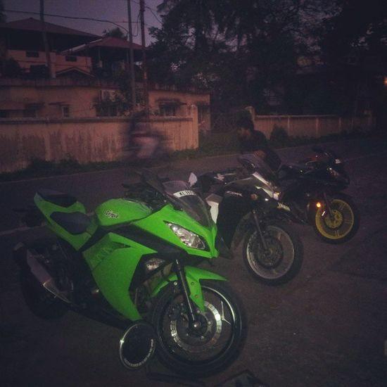 If u r single, U Ride till u die! Ninja Cbr R15 Classic_350 Crazy Drive Night Dont_Wanna_Stop !