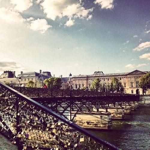프랑스 파리 Paris 퐁네자르 다리센강센느강홀로자물쇠채우고사랑하는안종헌약속잠그고왔어요