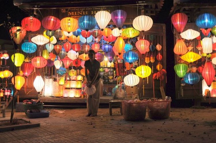 Lanterns Chinese Lanterns Lanternshop Nice Atmosphere Paperlanterns Vietnam Hoi An Shop Shopping ♡ Nightlife Nightphotography Night Lights Friendly Welcome