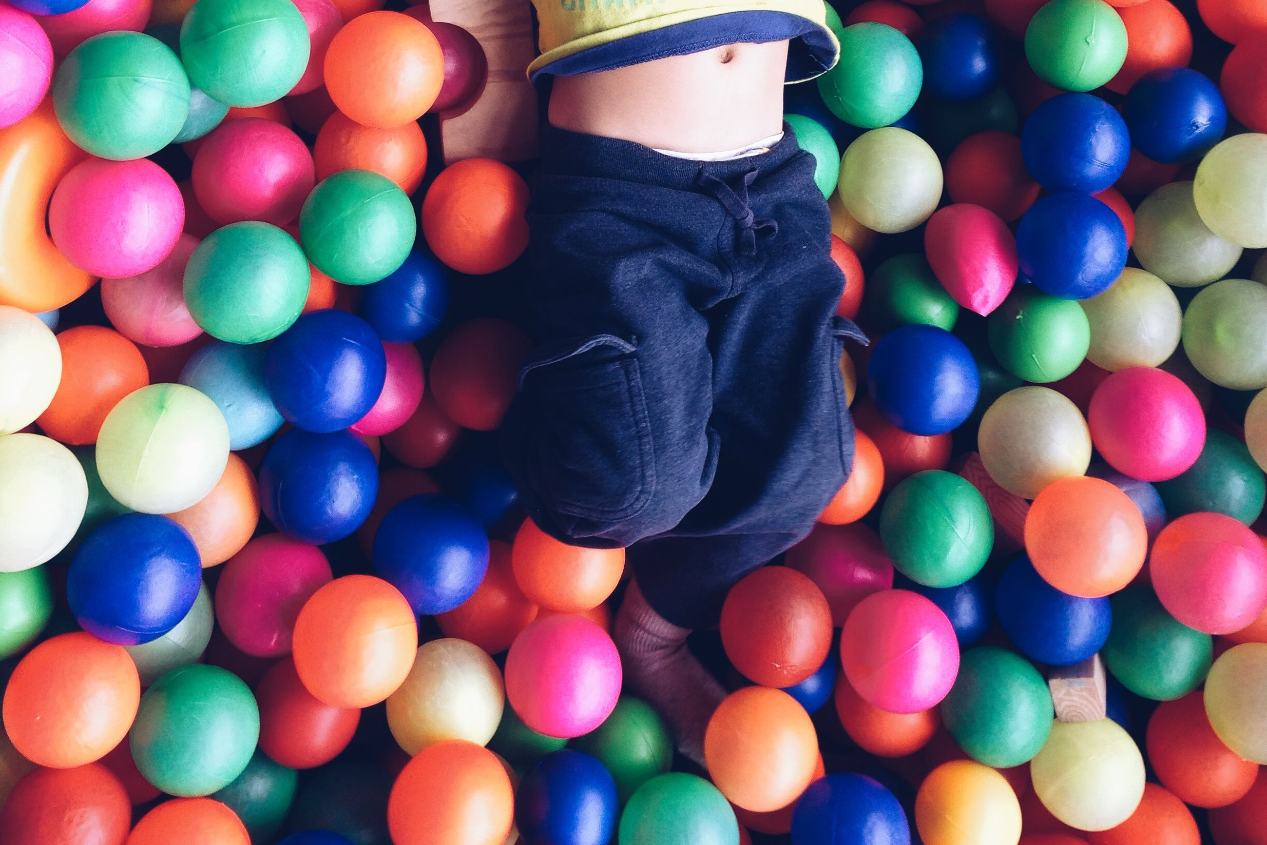 multi colored, abundance, full frame, large group of objects, backgrounds, colorful, variation, indoors, ball, still life, choice, close-up, celebration, high angle view, blue, sphere, balloon, candy, pattern, childhood