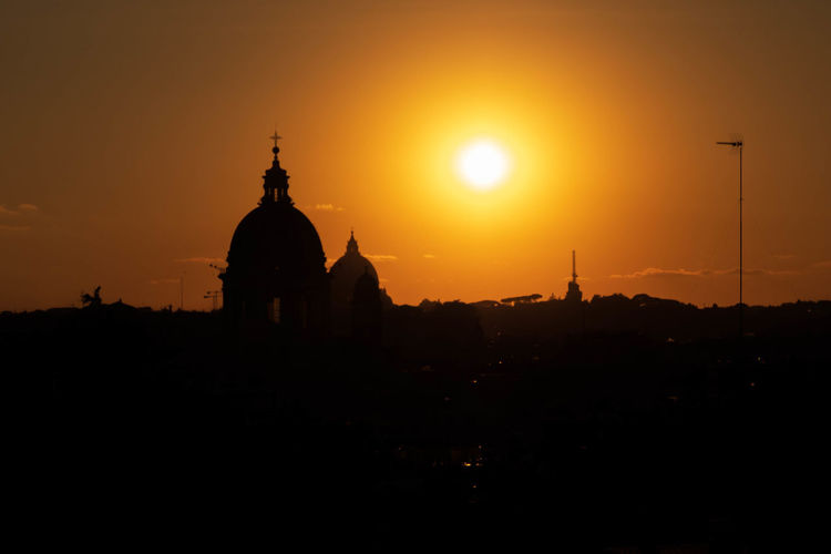 Sunset Built Structure Architecture Dome Orange Color Religion Spirituality Place Of Worship Travel Destinations Spire  Outdoors Silhouette Sun Sunlight EyeEm Travel Photography Eyeem Travel EyeEm Team Italy Rome EyeEm Best Shots EyeEm Gallery
