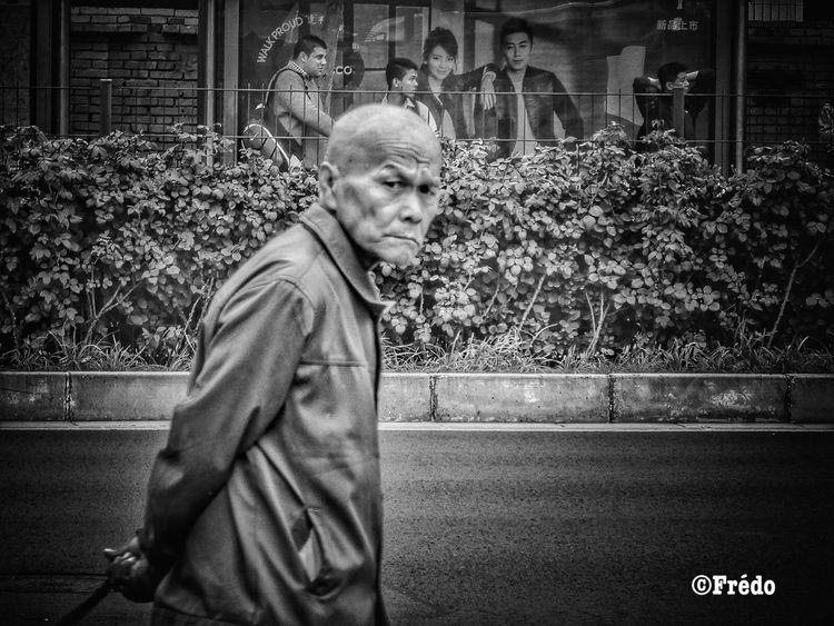 Le regard One Person Outdoors Real People Portrait Beijing Scenes Eyeemoftheweek Street Photos😄📷🏫⛪🚒🚐🚲⚠ Streetphotography Eyeemphotography BEIJING北京CHINA中国BEAUTY EyeEm Selects People Eyeemoftheday Real Photography Eyeem Of The Day Looking At Camera Street Real Life
