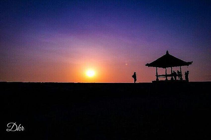 Silhouette Sanur Sanurbeach Beach Bali Sunrise PhonePhotography Mobilephotography Picture Image Fotografiponsel Photograph Kamerahpgw Kamerahpgw_bali Balicili Livefolkindonesia Matalensa Mataponsel Nature Igers Pixelpanda Igaddict Instagram Pixelpanda Instapic instadaily instagood ignation igdaily