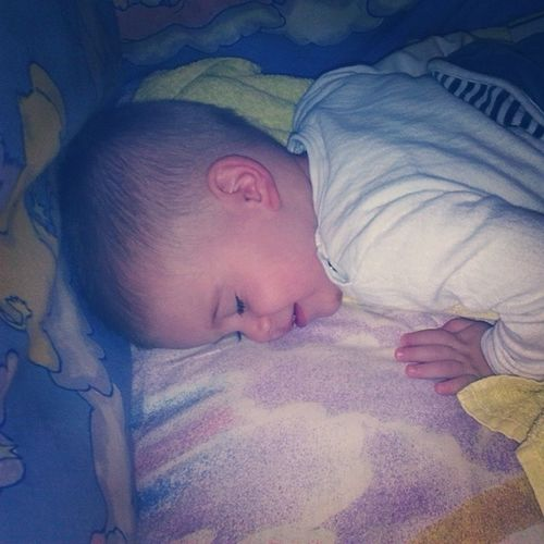 Mateja Bilion Time His picture but he's soo sweeeeet :) baby kiss kid