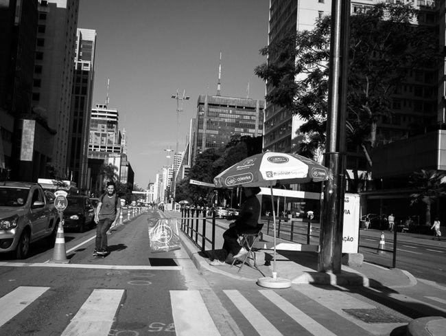 São Paulo, Brasil. 2015. ©Gustavo Mondrago ©La Calle Foto Av Paulista Streetphotography Latinstreetcollective Streetphotographers Lumixg3 Latinstreetphoto Streetssaopaulo Lacallefoto Streetphoto_bw Skate