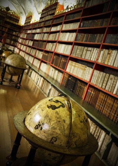 2009 Book Czech Czech Republic Globe Library Strahov Monastery ストラホフ修道院 チェコ チェコガラス 図書館 本