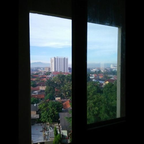 Look around, the beauty morning 😘😘 Morning Byphone Byphonecamera Instalike Instagallery Instalike Potrait Potraiture View Masyaallah From6thfloor Akusukapemandangan Window