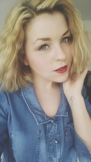it's blonder and shorter and today I made it curly. New Haircut Blonde Red Lips Tattoo