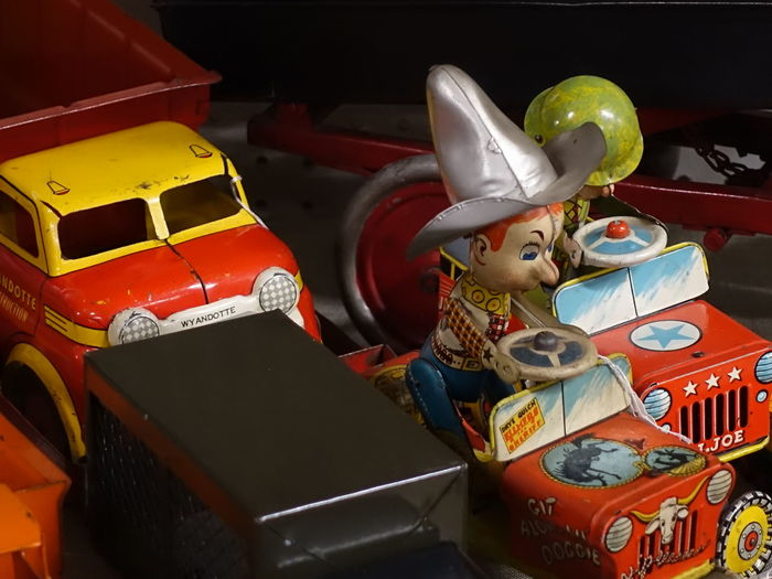 Classic toy cars and trucks from the 1930s-1950s Classic Red Lips Guy Stuff Intense Red Jeep Life Marx Toys Playtime Toys For Boys Unschuld Vintage Tin Toys