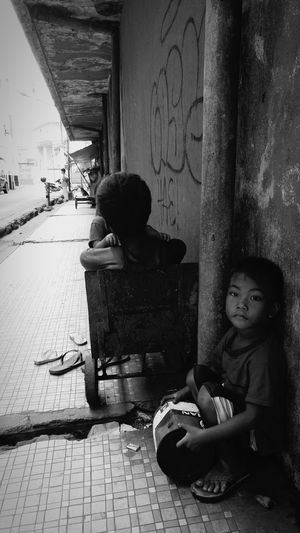 Lazy morning ... EyeEm Global Adventure Black & White The Human Condition EEA3 - Manila Eyeem Philippines LGG4 Mobile Photography Kokopaps Streetphotography Open Edit