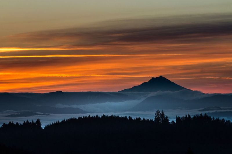 Sunrise Mount Jefferson Oregon Morning Light Morning Sky Golden Silhouette Clouds And Sky This Week On Eyeem Getty Images Eyeem Market Robert DuVernet Photography