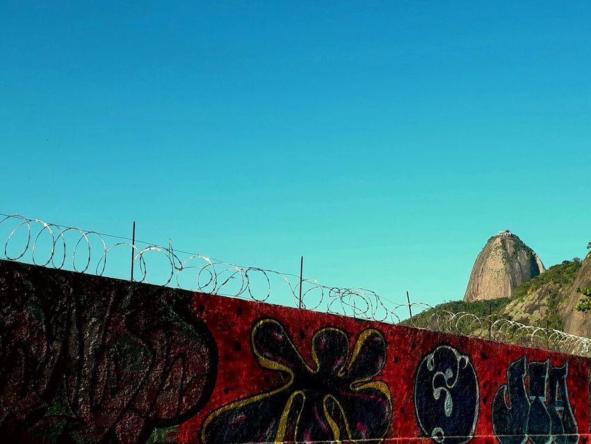 Visão além do alcance... EyeEmNewHere Brazil J7primephotography Rio De Janeiro Grafiti Art Sol Sky Architecture Bridge - Man Made Structure Street Art Graffiti