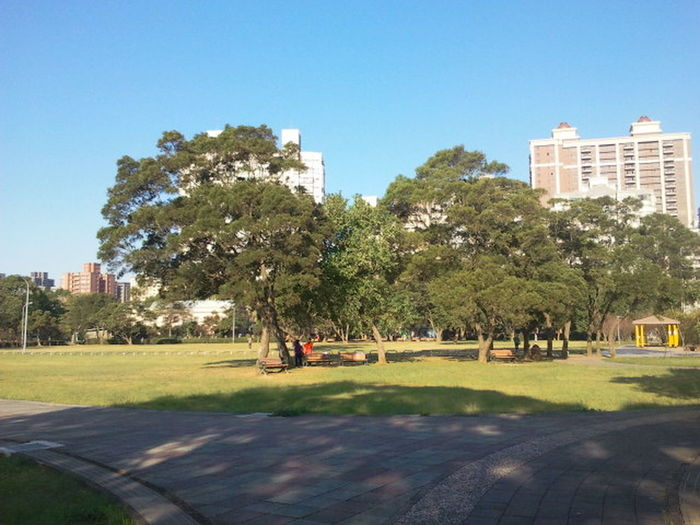 It is good for health to take a walk in the morning. Enjoy walking at linkou community sports park. 林口 Taiwan