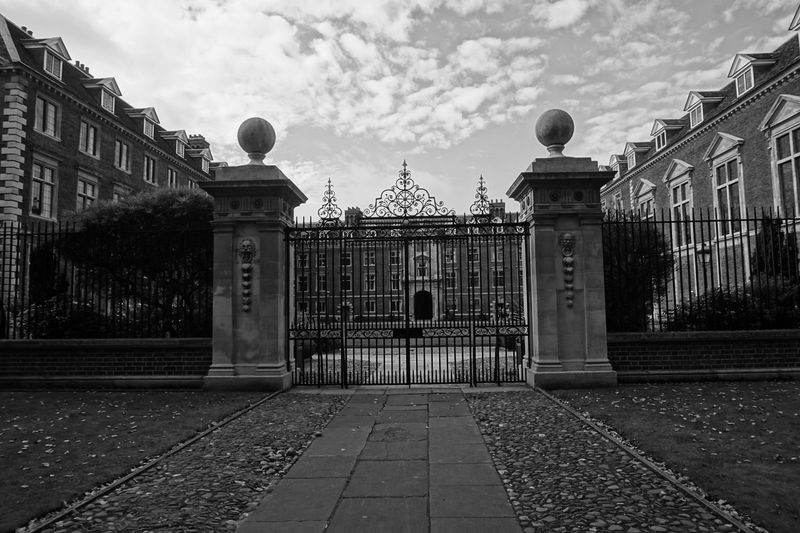 7436 Architecture Black & White Black And White Black And White Photography Black&white Blackandwhite Blackandwhite Photography Blackandwhitephotography Building Exterior Built Structure Cambridge Cambridge University City Cloud Cloud - Sky Day Gates Historical Building No People Outdoors Pathway Sky 7438