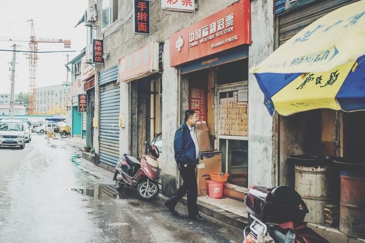 China Streetphotography Street Colours EyeEm Best Shots Urban Documentary Eye4photography  VSCO Travel Photography Journey Vscocam Men City Travel Check This Out Redstartravel