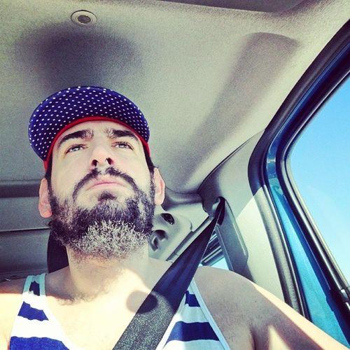 Prawdziwy kierowca jeździ w podkoszulce. Fashionvictim Grecja Francjaelegancja