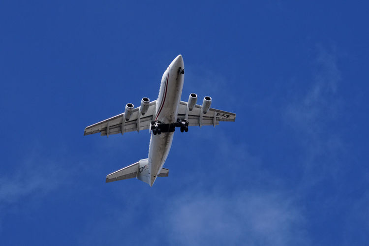 Sky Mode Of Transportation Airplane Air Vehicle Flying Transportation Low Angle View Blue Motion on the move Nature Day Mid-air Travel No People Clear Sky Outdoors Copy Space Public Transportation Aerospace Industry Plane Above Airliner