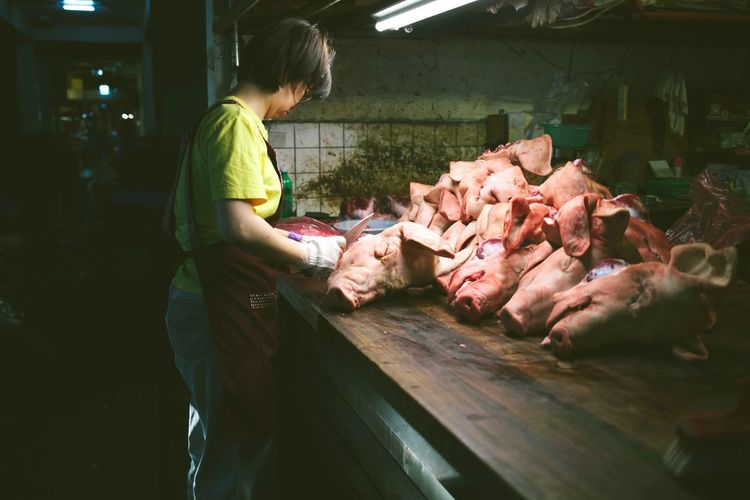 Busy Night Market Meat! Meat! Meat! Market Daily Life EyeEm City Bestoftheday Streetphotography Photography EyeEm Best Shots Taiwan EyeEmNewHere Nightphotography Taipei Enjoying Life Night Adventures In The City EyeEmNewHere Small Business Heroes