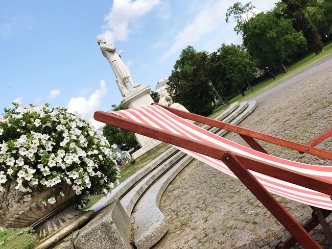 Day No People Low Angle View Outdoors Sky Deck Chair Sunbed Chillout Chill Mode Wiesbaden Theatre Statue Schiller