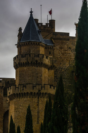 Olite Navarra EyeEmNewHere EyeEm Selects The Week On EyeEm Architecture History Tower Business Finance And Industry Building Exterior Travel Destinations Clock Tower Cloud - Sky Built Structure Outdoors No People Cityscape Urban Skyline City Sky Clock Day Politics And Government