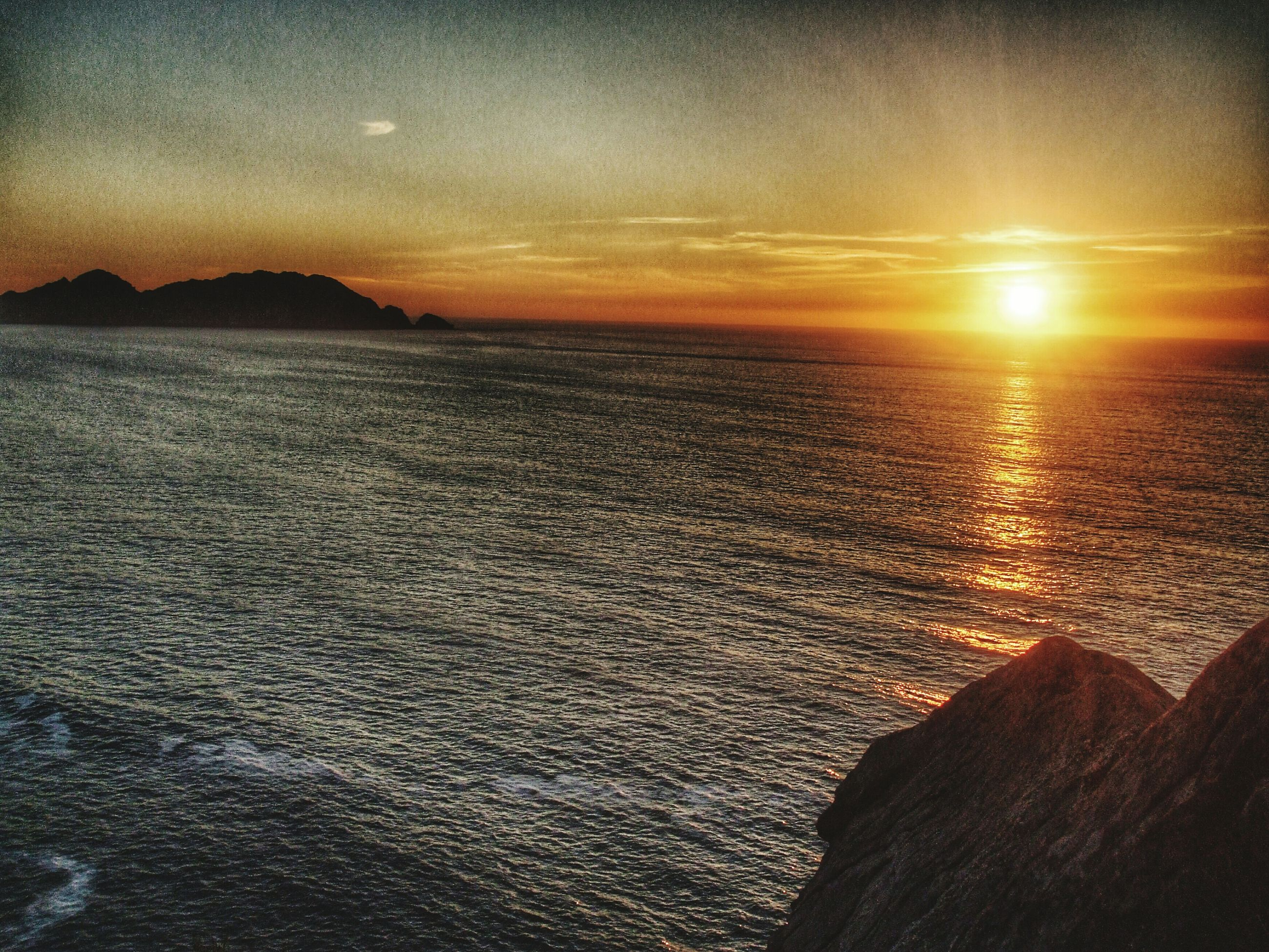 sunset, water, sea, scenics, sun, tranquil scene, beauty in nature, tranquility, horizon over water, sky, orange color, beach, idyllic, nature, reflection, silhouette, sunlight, shore, rippled, non-urban scene