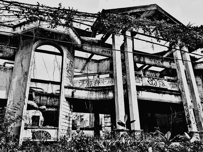Showcase: December Haunted House Darmo Surabaya Indonesia_photography Eastjava Taking Photos Hanging Out Mobile Photography Old Building  Horror Photography