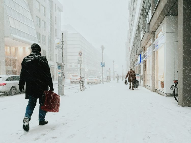 Into the white... Winter Snow City Cold Temperature Only Men Full Length Adults Only Built Structure Warm Clothing Snowing Streetphotography Huaweiphotography Streets Of Berlin Urban Lifestyle Real People Urban Winter Outdoors Streetphoto_color Huawei P9 Leica Luggage Welcome To Black Long Goodbye TCPM The Street Photographer - 2017 EyeEm Awards Let's Go. Together. Berlin Love Mobility In Mega Cities Colour Your Horizn Stories From The City