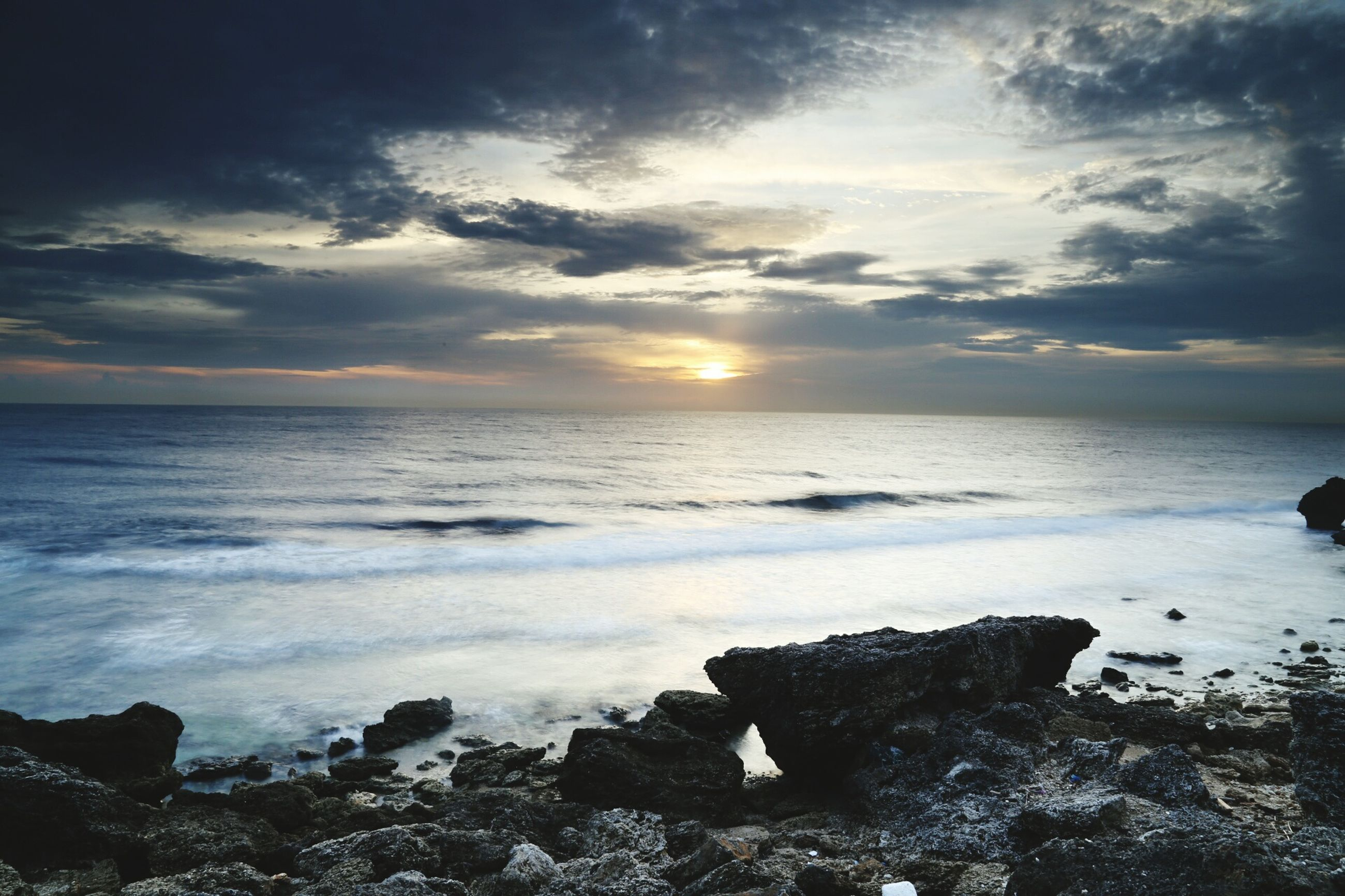 sea, horizon over water, water, sunset, scenics, sky, tranquil scene, beach, beauty in nature, rock - object, tranquility, shore, cloud - sky, nature, idyllic, sun, cloud, rock formation, rock, wave
