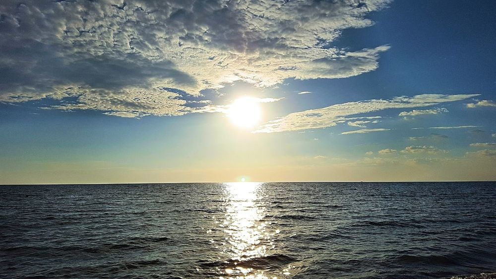 Sunset Scenics Sunlight Reflection Sun Nature Water Beauty In Nature Tranquility No People Refraction Sea Outdoors Horizon Over Water Close-up Animal Themes Sky Day