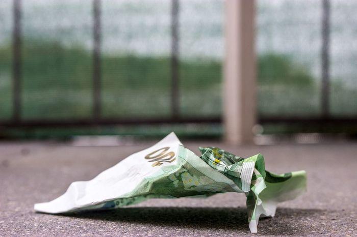 100 Euro 100€ Crumpled Currency Währungen Crumpled Money Crumpled Paper Currency Finance Financial Geld Geldscheine Green Color No People Outdoors Paper Paper Currency Papiergeld Währung