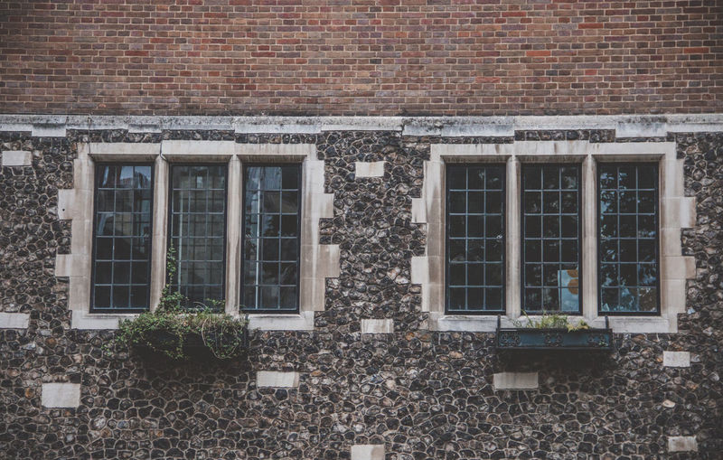 Window Architecture Built Structure Building Exterior Brick Brick Wall Building Wall No People Residential District Wall - Building Feature Day Outdoors City Plant Nature House Pattern Glass - Material In A Row Row House EyeEm Travel Photography Old Windows London Knight