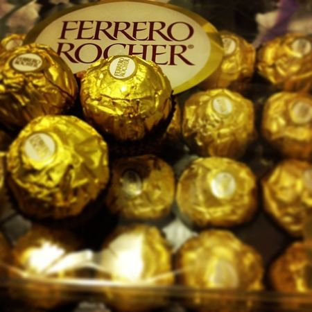 They said when you're sad, eat chocolates. Hhhmmm i'm thinking to eat some of it. Feelingsad Comfortfood Ilovechocolates