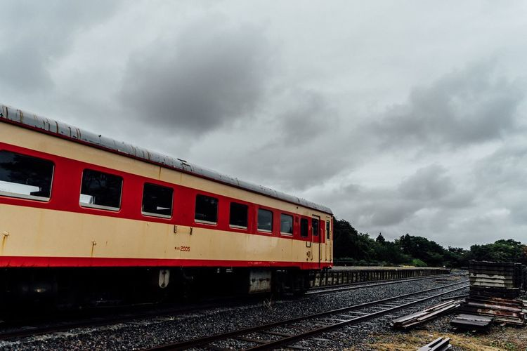 Alone Time No Peoples Station Train Clouds Railroad Track Rail Transportation Travel Destinations Travel Photography Transportation Ruined Public Transportation Cloud - Sky The End Of The Day Time Is Running Out Silence Is Golden Hitachinaka October October 2017