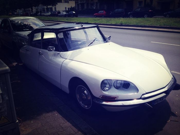 On the streets, a beautiful classic and important legacy! Citroën DS Citroen Classic Car Vintage Cars