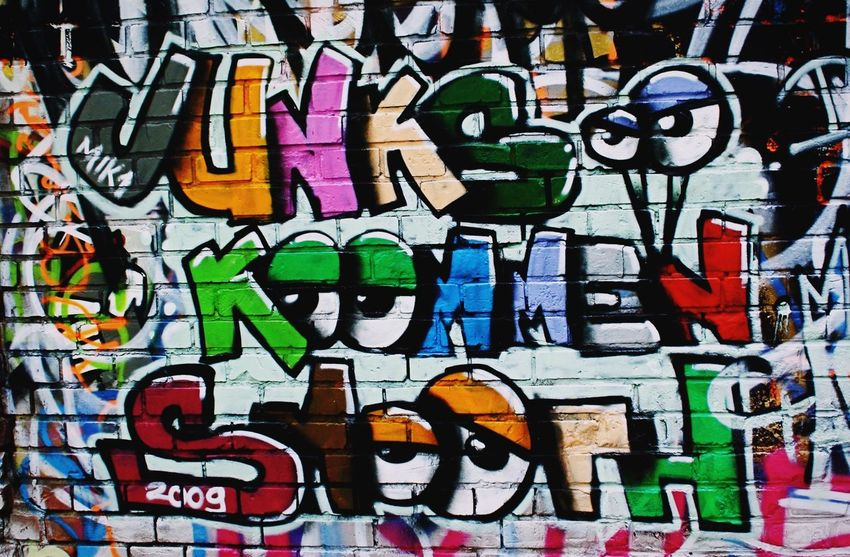 Graffiti Junks Smooth Spraying Wall Wand Bunt Multi Colored Graffiti Full Frame Backgrounds Text Communication No People Day Outdoors Close-up