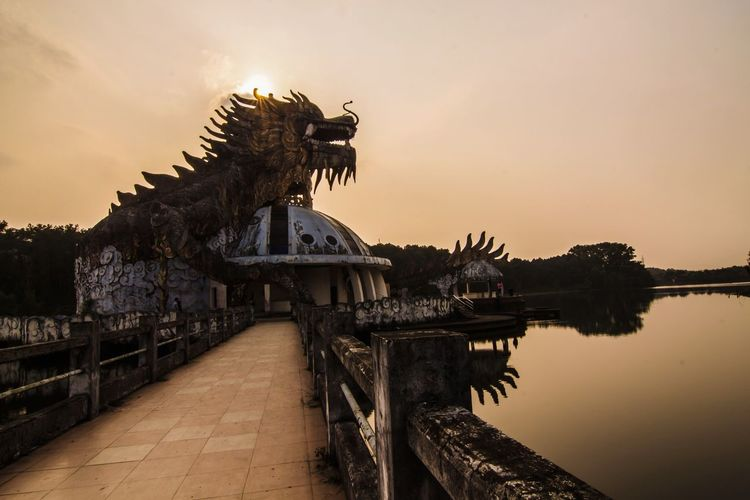 Hue Dragon 🐲 Travel Destinations Sunset History Water Traveling Free Freedom Beauty Wandering Sunlight Spirituality Vietnam Backpacking Adventure EyeEmNewHere Dragon Abandoned Abandoned Places Abandoned Waterpark Stone Stonework Dragonstatue Statue Stone Statue Lonely Neighborhood Map Live For The Story The Photojournalist - 2017 EyeEm Awards The Great Outdoors - 2017 EyeEm Awards