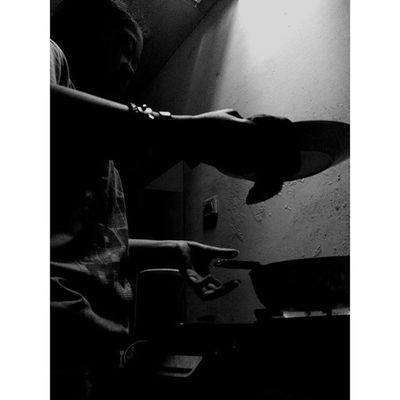 """ Api dan Sejuk Mu "" Wanita WanitaIndonesia Diantara Dapur dan Ceritapagi Hitamputih Bayang Bahagia Bahagiaitusederhana Masak Blackandwhite Silhouette Shadows Woman Cooking Kitchenstories Morningstory Lenovotography Titik_tiga Photooftheday Photophone  Lzybstrd Photo pocketphotography"