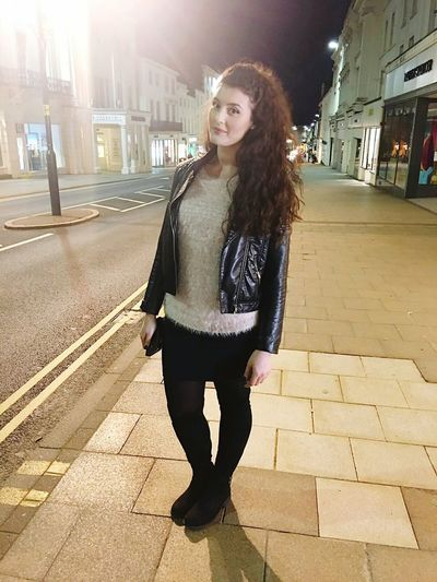Night out ! Full Length Beauty Taking Photos Enjoying Life Citybynight Today's Hot Look Check This Out Hanging Out Let's Do It Chic!